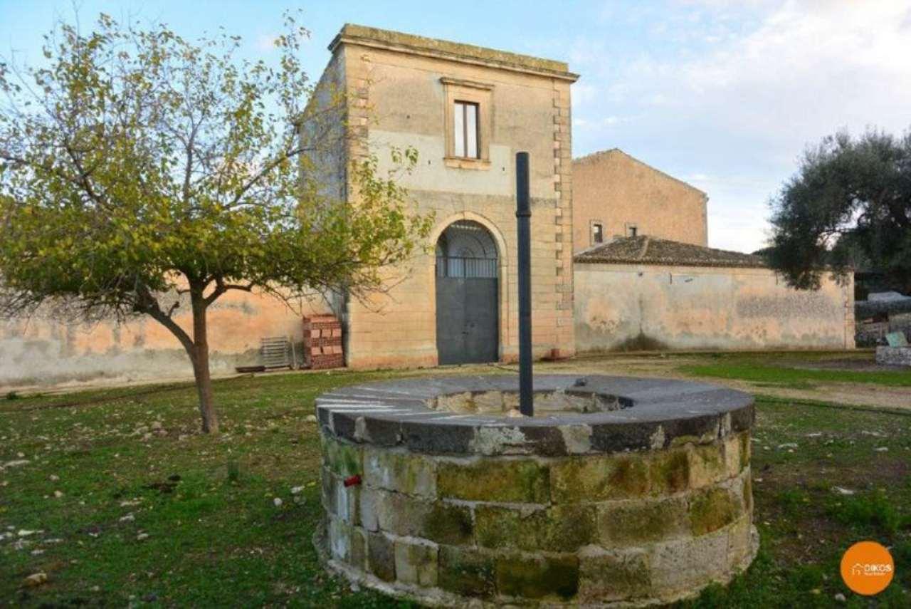 Rustico / Casale in vendita a Palazzolo Acreide, 30 locali, Trattative riservate | Cambio Casa.it