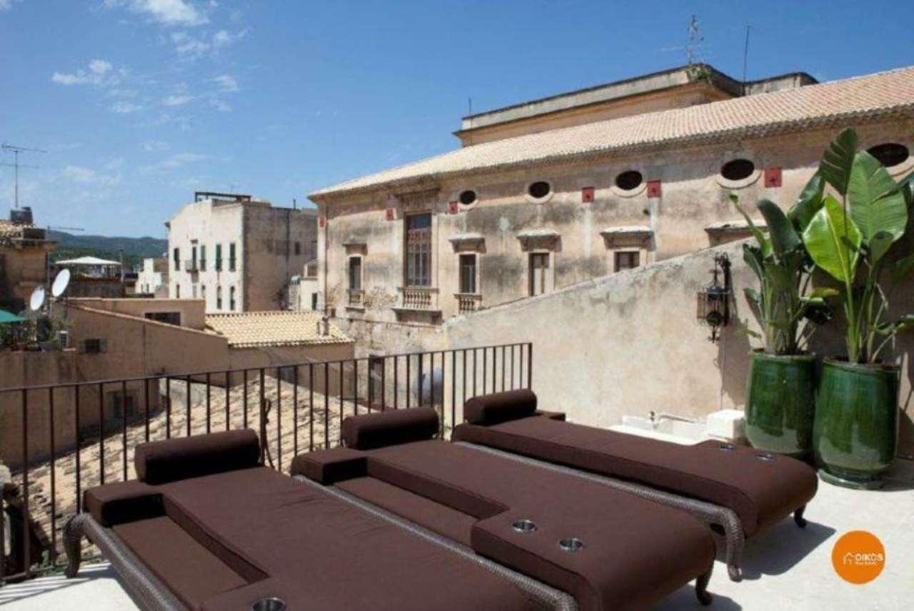 Palazzo / Stabile in vendita a Noto, 6 locali, Trattative riservate | Cambio Casa.it