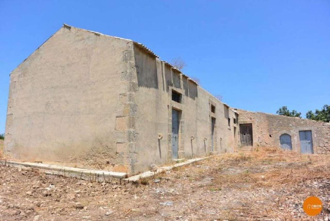 Terreno Edificabile Residenziale in vendita a Ispica, 8 locali, prezzo € 450.000 | CambioCasa.it