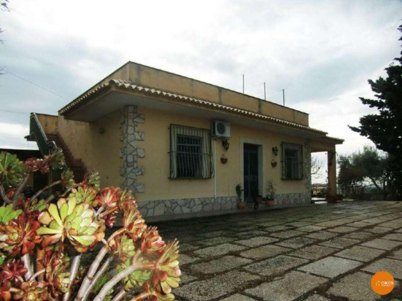 Villa in vendita a Noto, 5 locali, prezzo € 180.000 | Cambio Casa.it