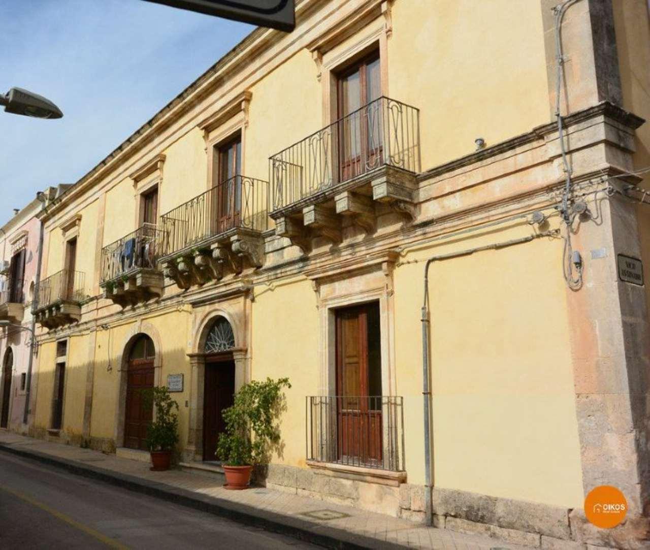 Soluzione Indipendente in vendita a Noto, 22 locali, Trattative riservate | CambioCasa.it