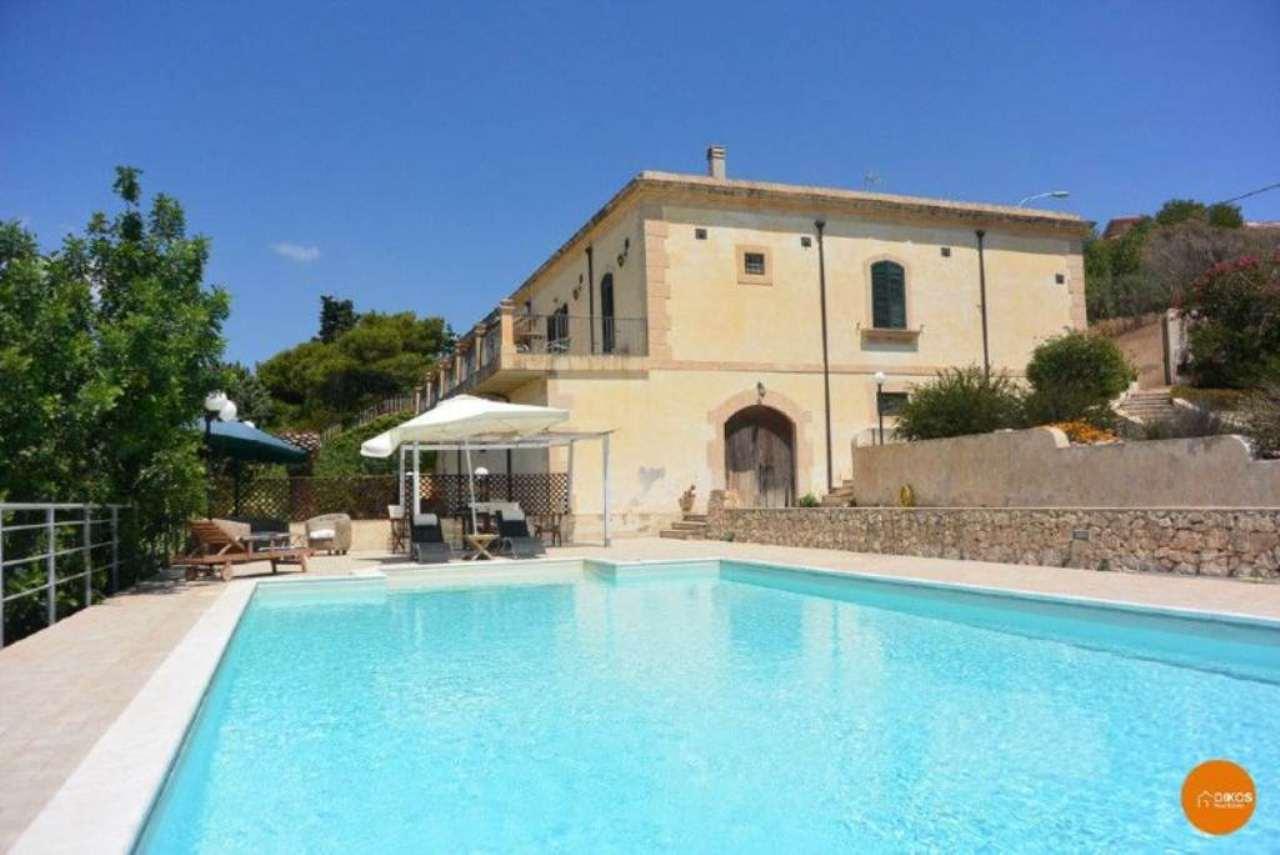 Villa in vendita a Noto, 7 locali, Trattative riservate | Cambio Casa.it