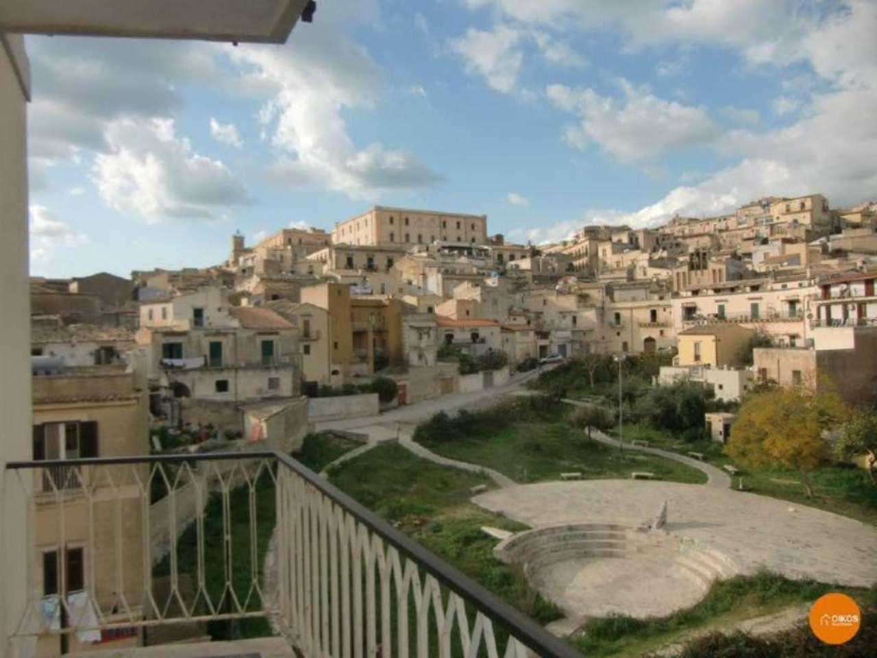Appartamento in vendita a Noto, 10 locali, prezzo € 165.000 | Cambio Casa.it