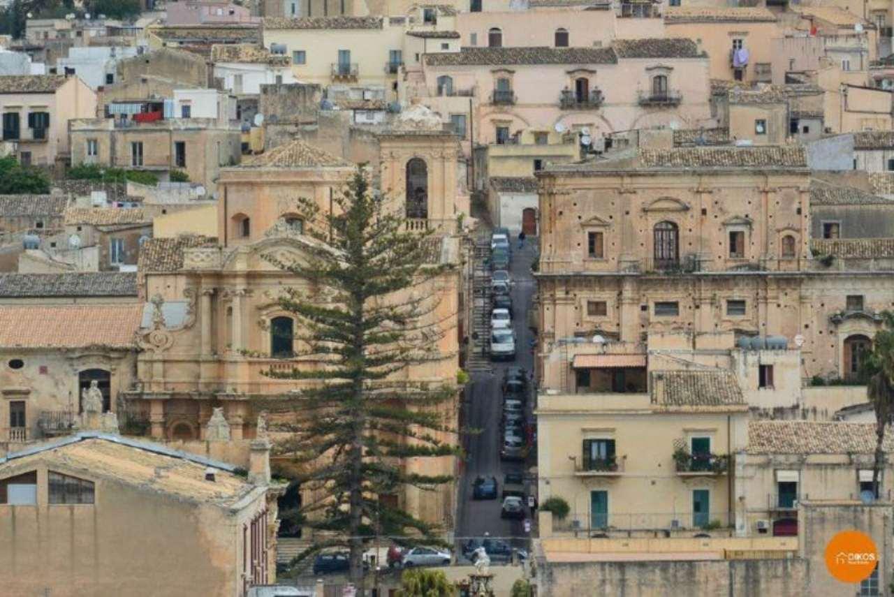Appartamento in vendita a Noto, 8 locali, prezzo € 140.000 | CambioCasa.it