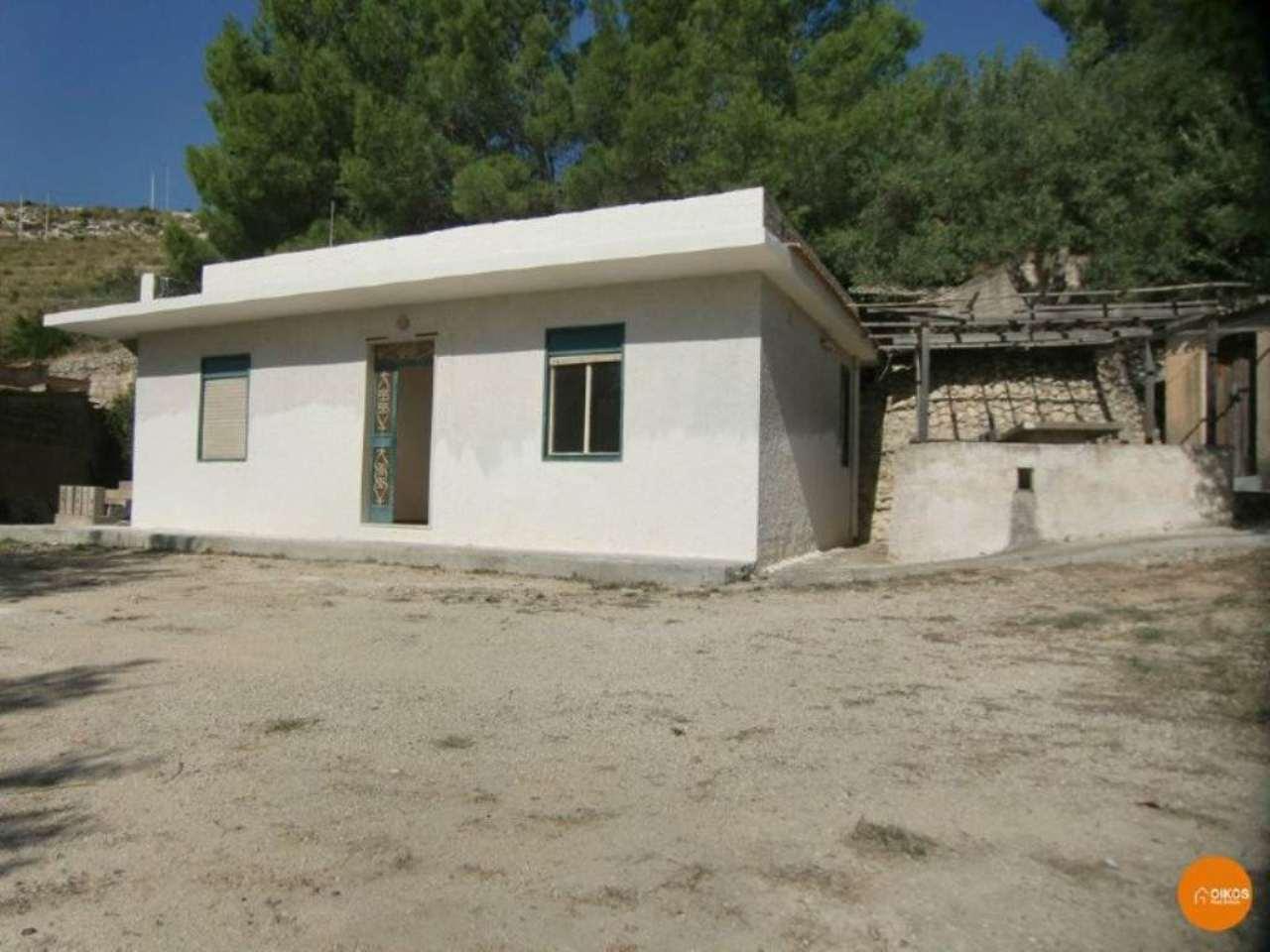 Villa in vendita a Noto, 2 locali, prezzo € 80.000   Cambio Casa.it