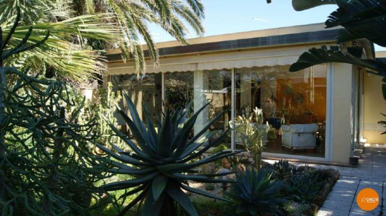Villa in vendita a Noto, 11 locali, prezzo € 380.000 | Cambio Casa.it