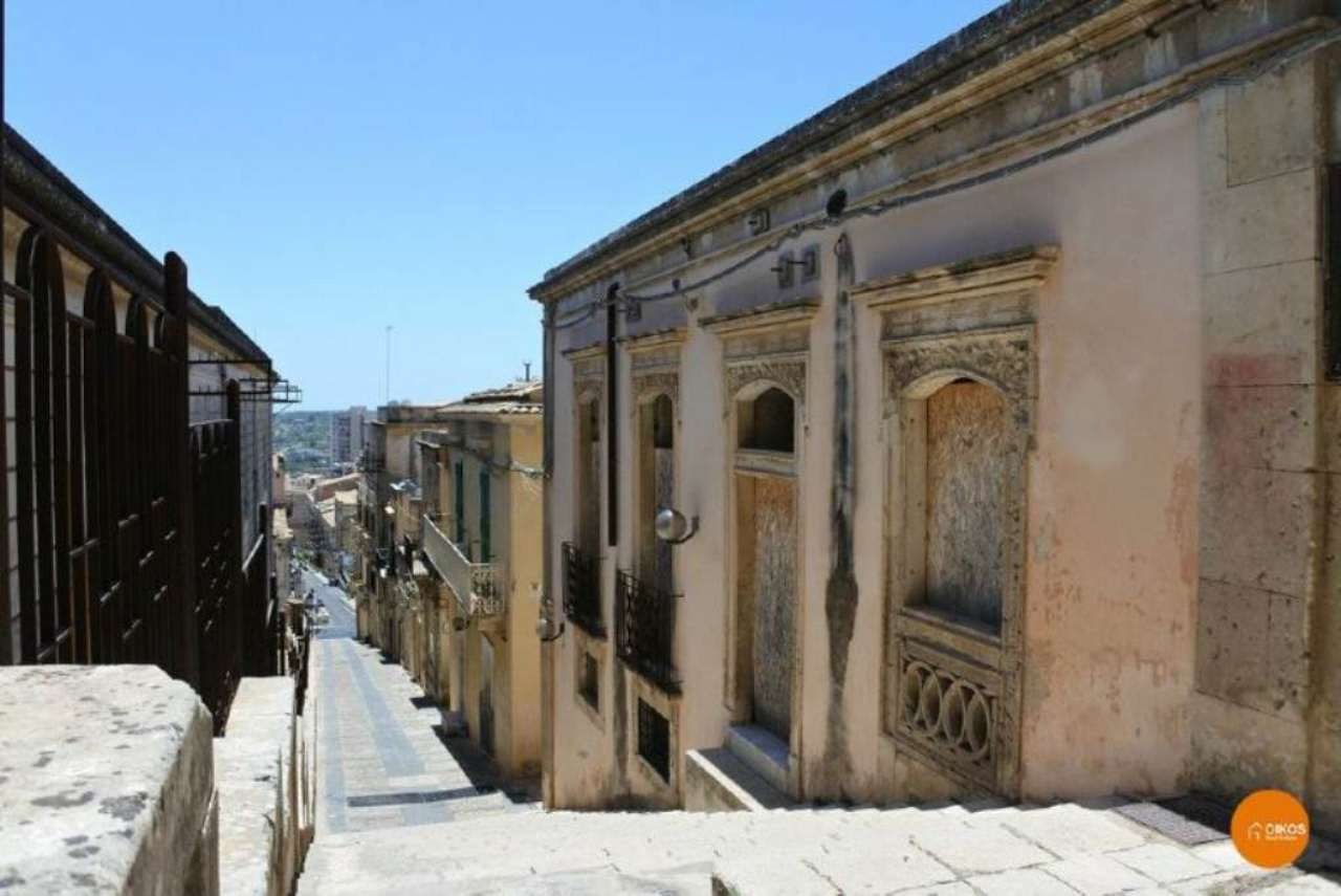 Soluzione Indipendente in vendita a Noto, 8 locali, Trattative riservate | CambioCasa.it