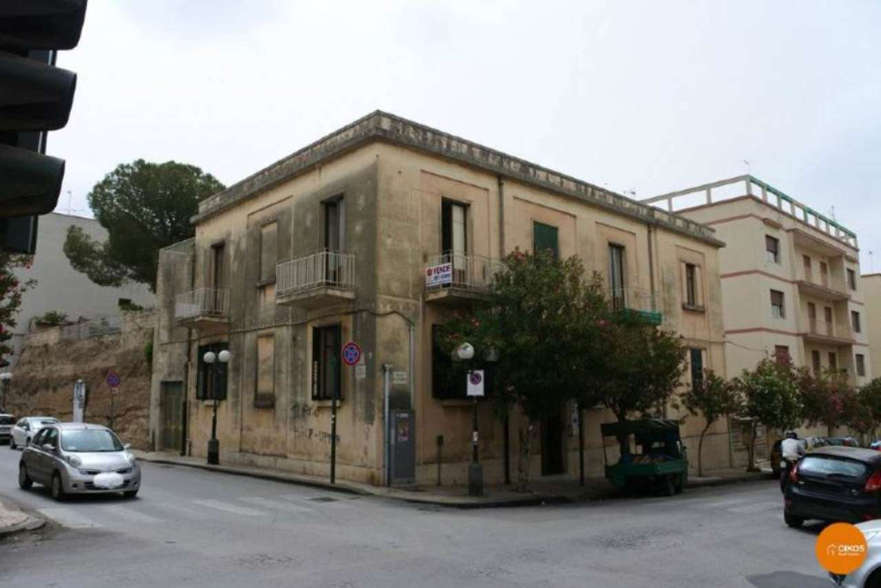 Palazzo / Stabile in vendita a Noto, 25 locali, Trattative riservate | Cambio Casa.it