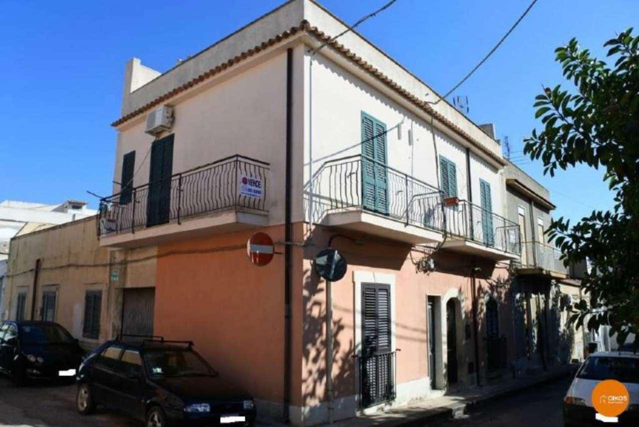 Appartamento in vendita a Noto, 4 locali, prezzo € 100.000 | Cambio Casa.it