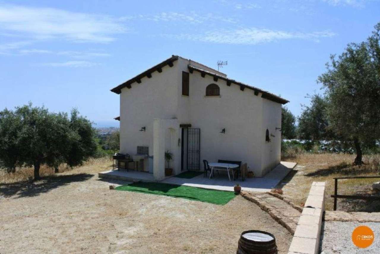 Villa in vendita a Avola, 1 locali, prezzo € 130.000 | Cambio Casa.it