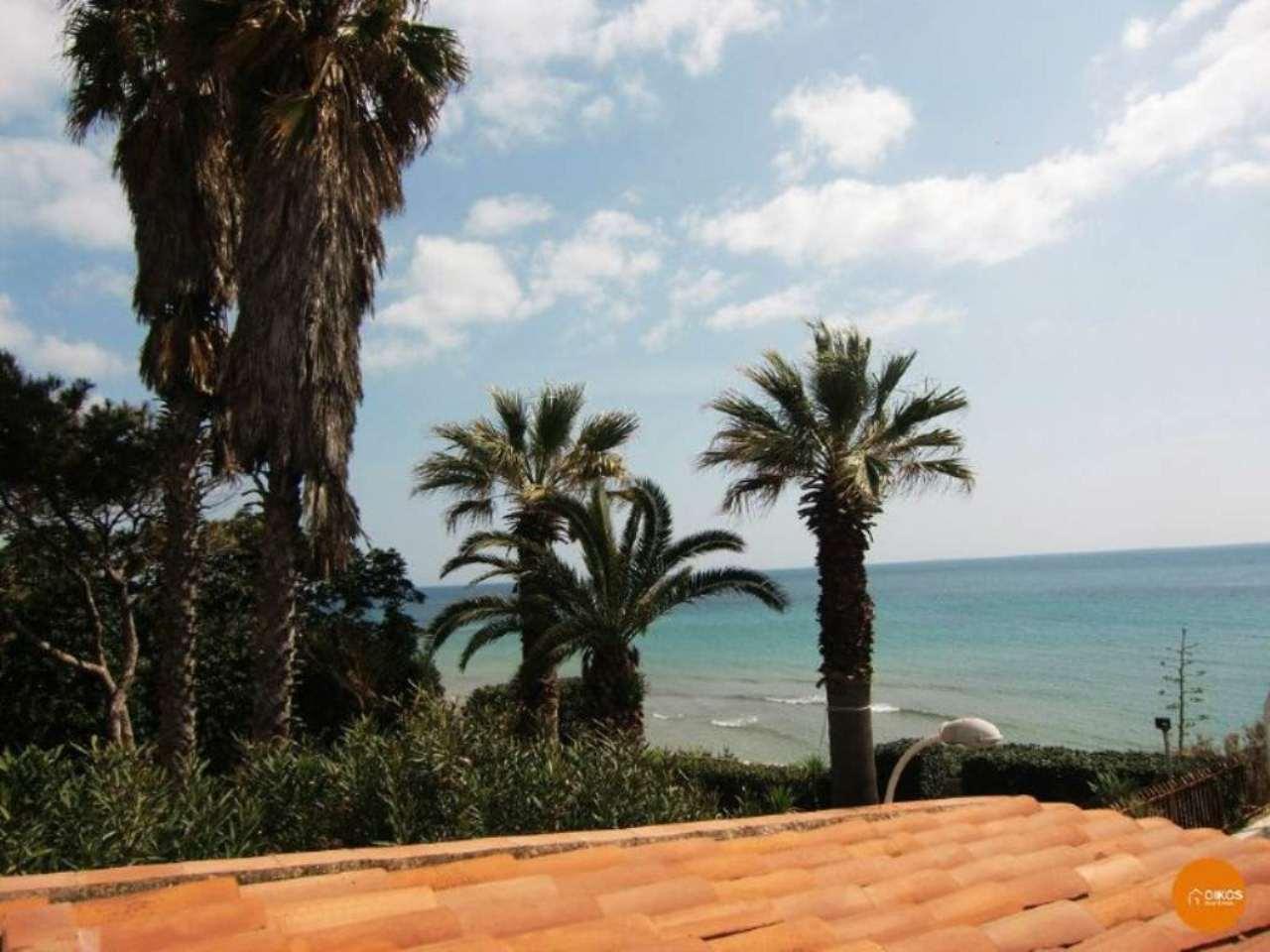 Villa in vendita a Avola, 5 locali, Trattative riservate | CambioCasa.it