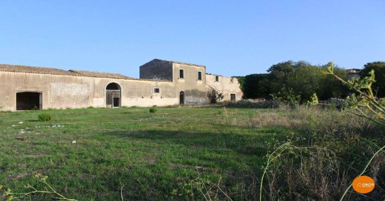 Villa in vendita a Noto, 9999 locali, Trattative riservate | CambioCasa.it