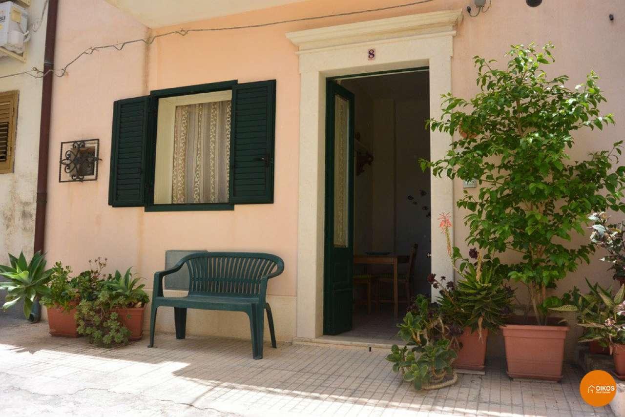 Soluzione Indipendente in affitto a Noto, 9999 locali, prezzo € 350 | Cambio Casa.it