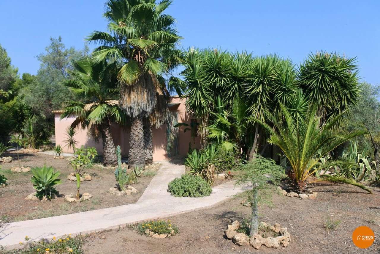 Villa in vendita a Noto, 4 locali, prezzo € 170.000 | CambioCasa.it