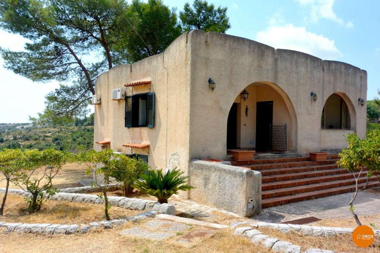 Villa in vendita a Noto, 12 locali, prezzo € 190.000 | CambioCasa.it
