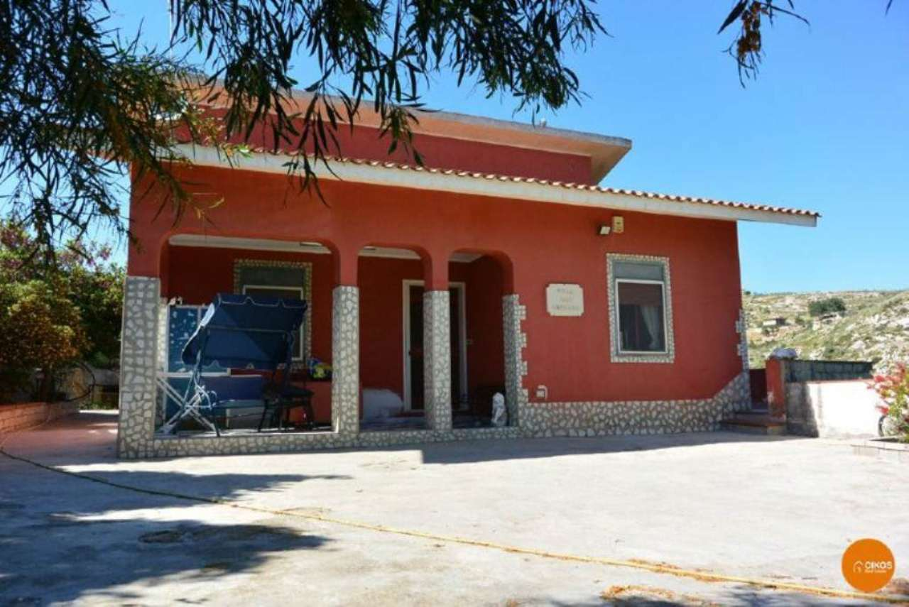 Villa in vendita a Avola, 5 locali, prezzo € 115.000 | Cambio Casa.it