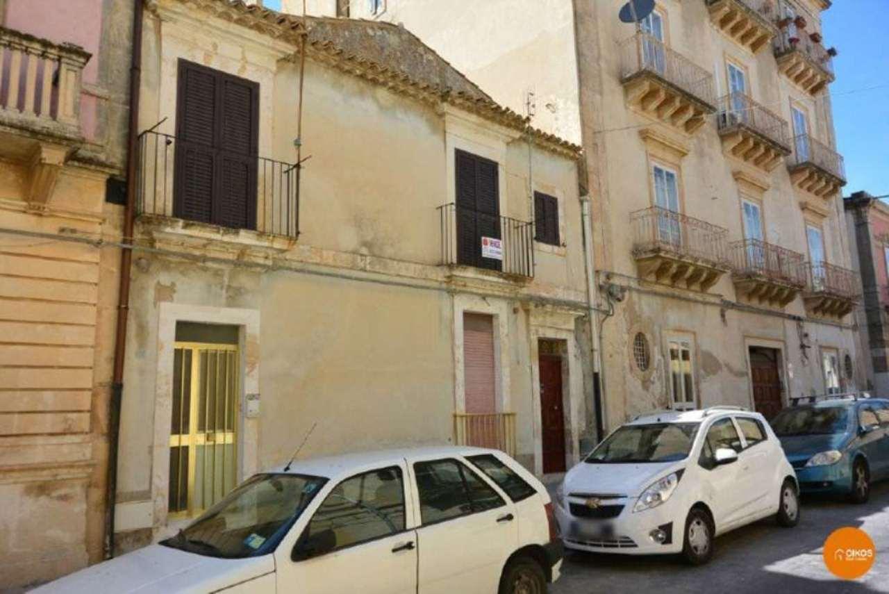 Appartamento in vendita a Noto, 4 locali, prezzo € 95.000 | Cambio Casa.it