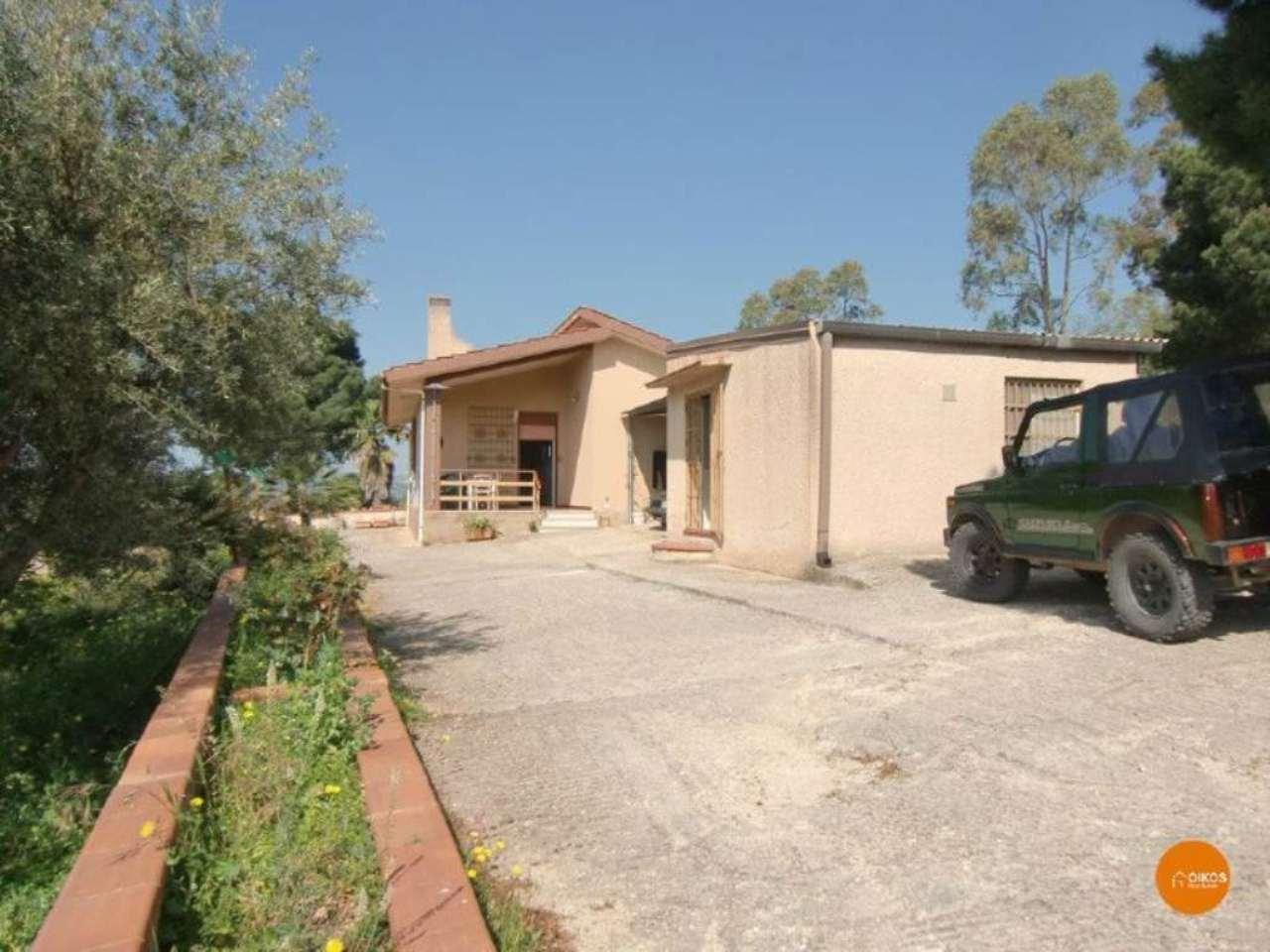 Villa in vendita a Noto, 5 locali, prezzo € 200.000 | CambioCasa.it