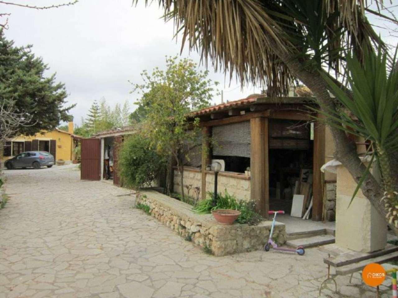 Villa in vendita a Noto, 8 locali, prezzo € 270.000 | Cambio Casa.it