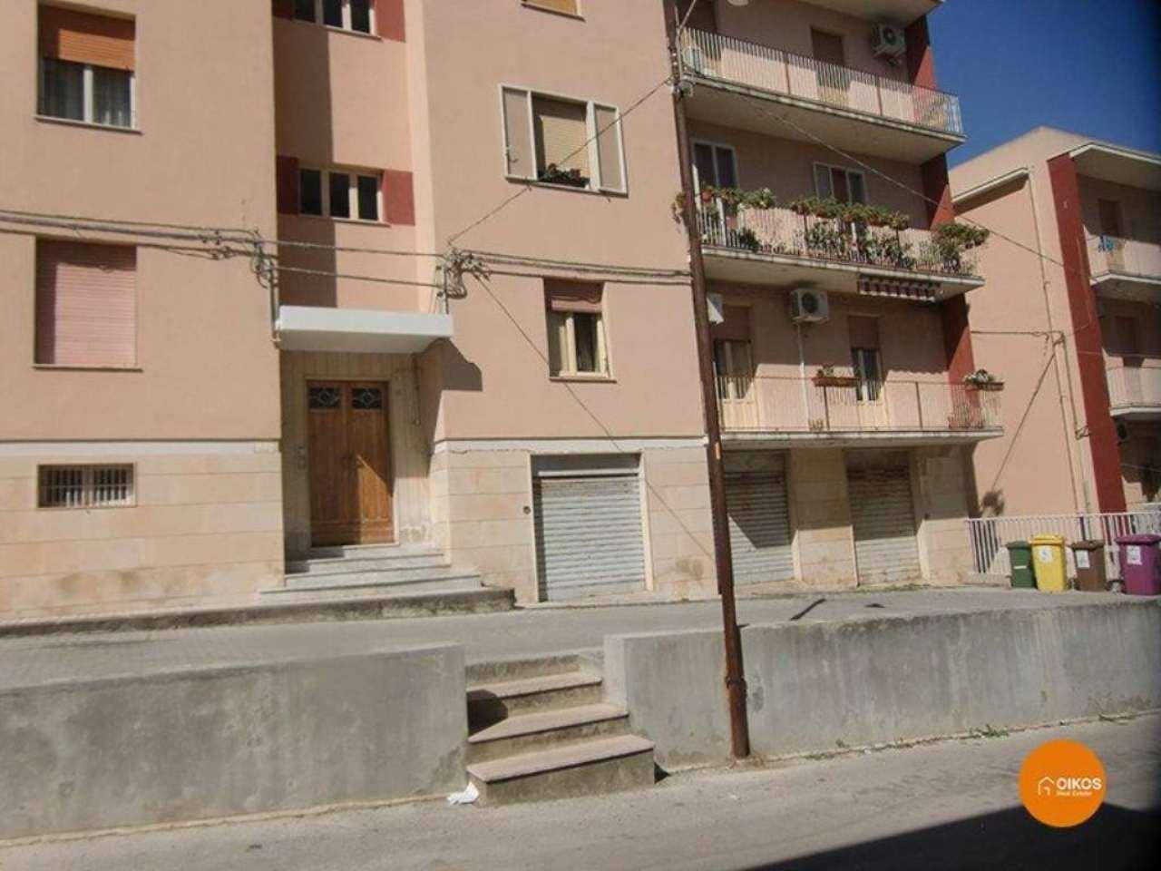 Appartamento in vendita a Noto, 6 locali, prezzo € 120.000 | Cambio Casa.it