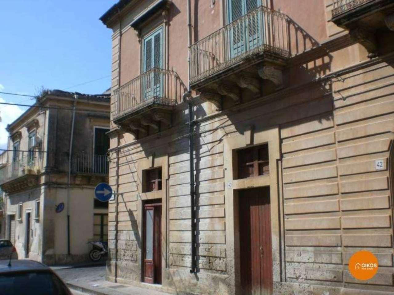 Appartamento in vendita a Noto, 6 locali, prezzo € 330.000 | Cambio Casa.it