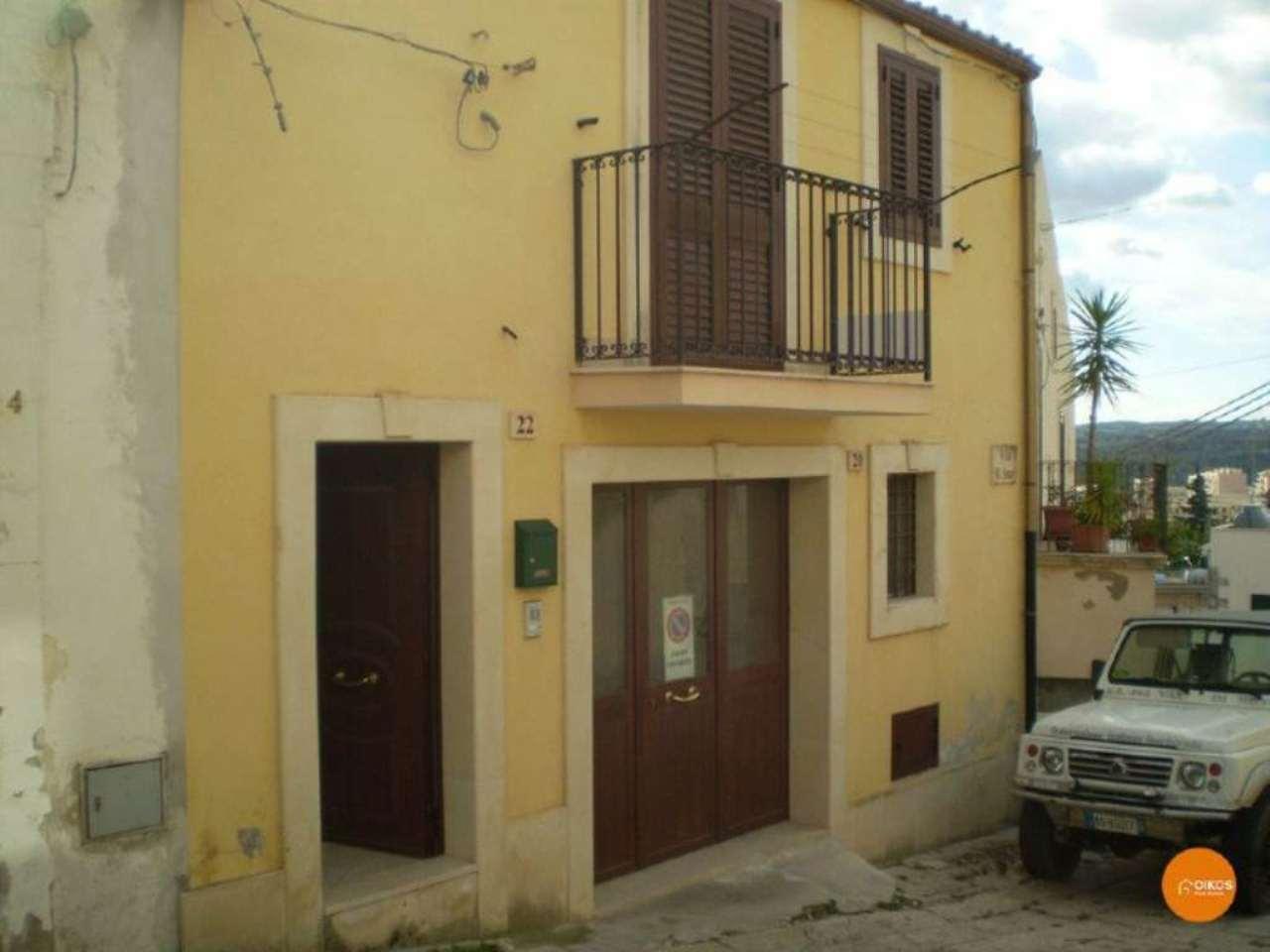 Soluzione Indipendente in vendita a Noto, 4 locali, prezzo € 120.000 | CambioCasa.it