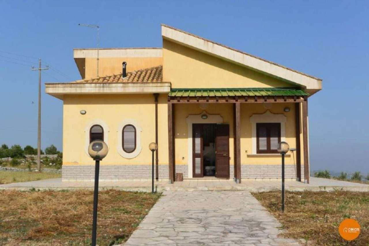 Villa in vendita a Noto, 3 locali, prezzo € 95.000 | Cambio Casa.it