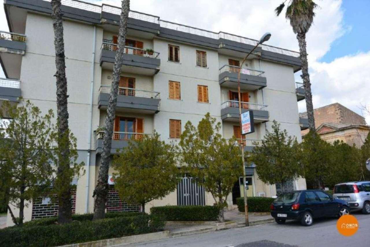 Appartamento in vendita a Noto, 6 locali, prezzo € 140.000 | Cambio Casa.it