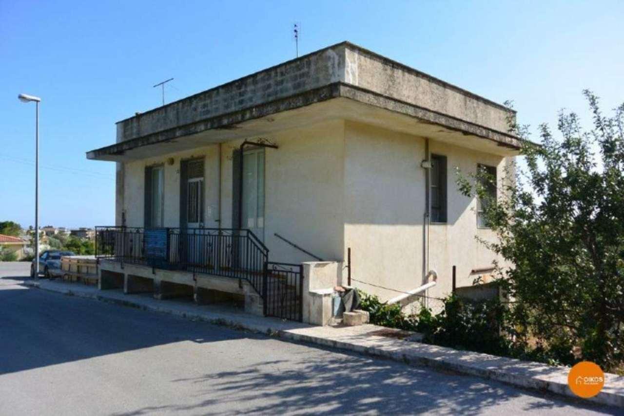 Villa in vendita a Noto, 3 locali, prezzo € 150.000 | CambioCasa.it