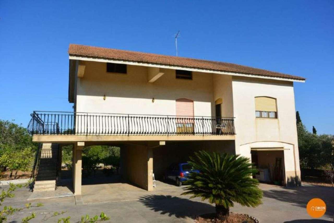 Villa in vendita a Noto, 4 locali, prezzo € 215.000   CambioCasa.it