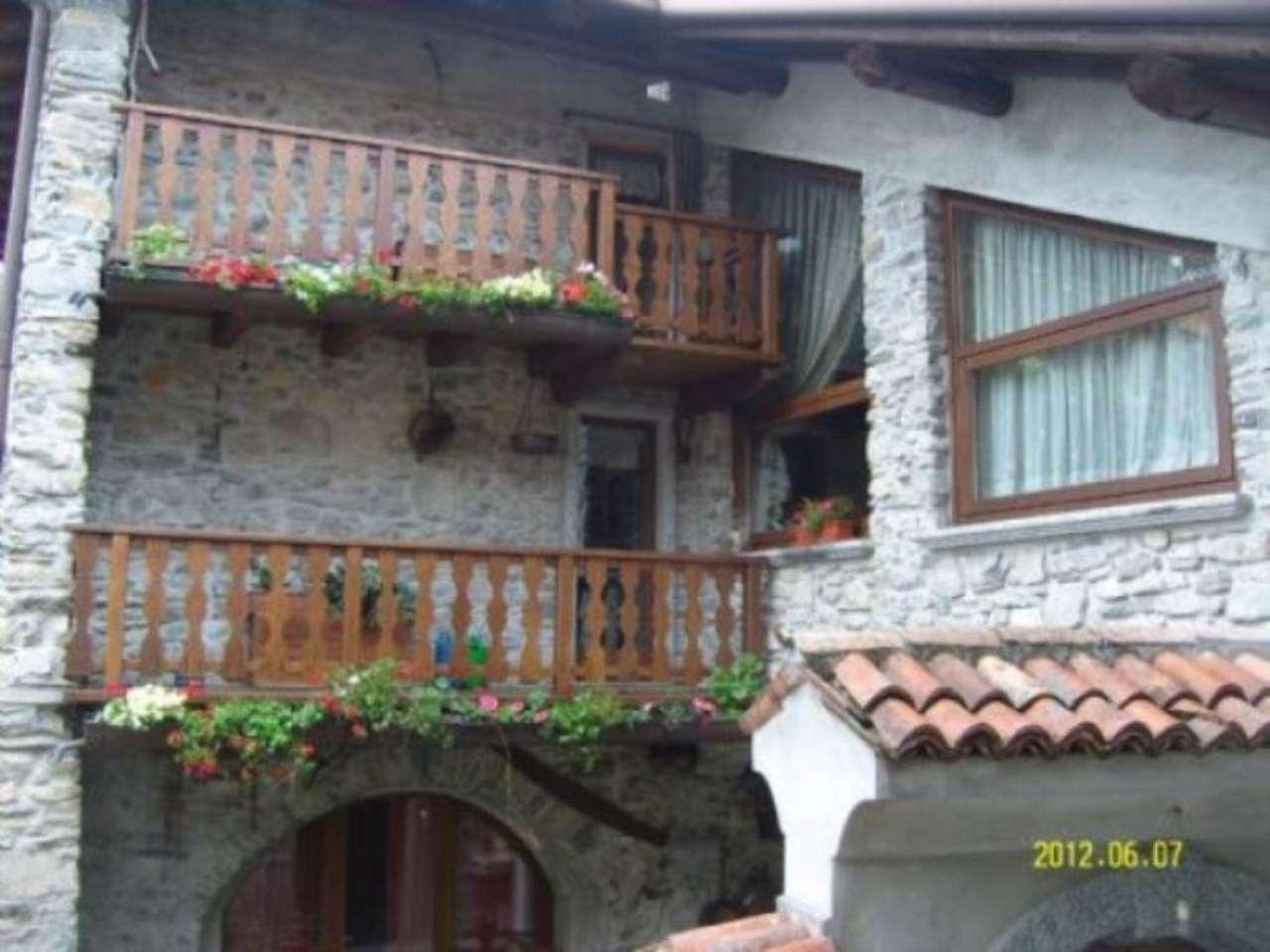Casa indipendente di lusso in vendita a zelbio via vidini for Vendita case lusso
