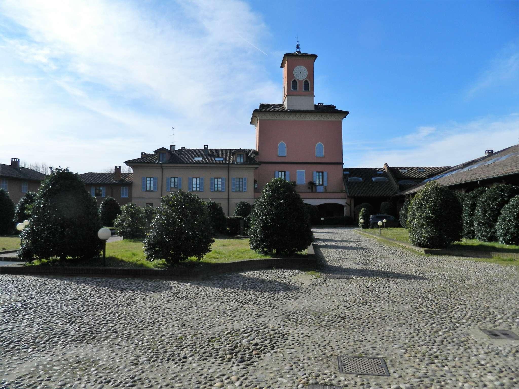 Appartamento in Vendita a Pavia: 5 locali, 242 mq