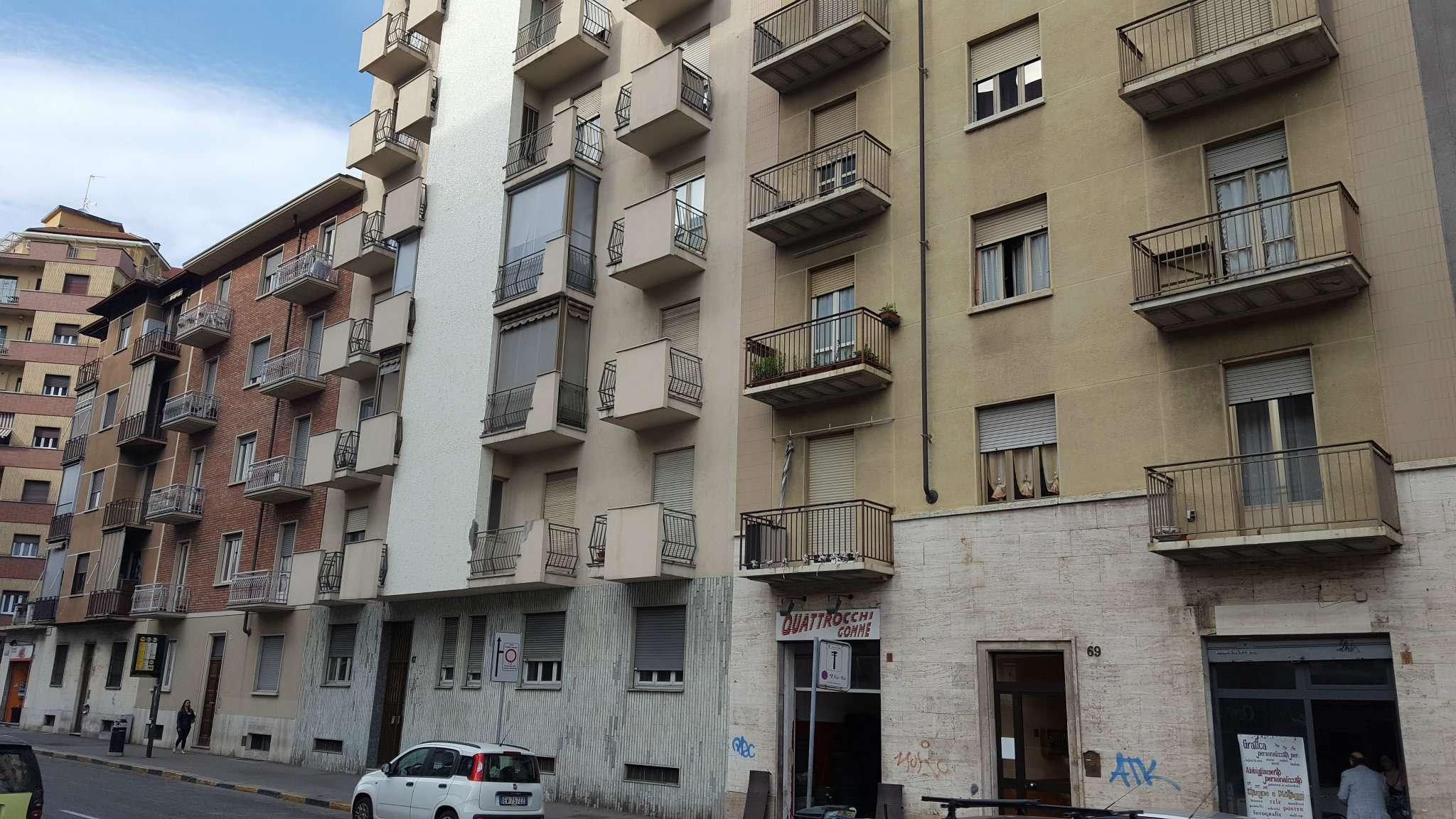 Bilocale Torino Via De Sanctis 1
