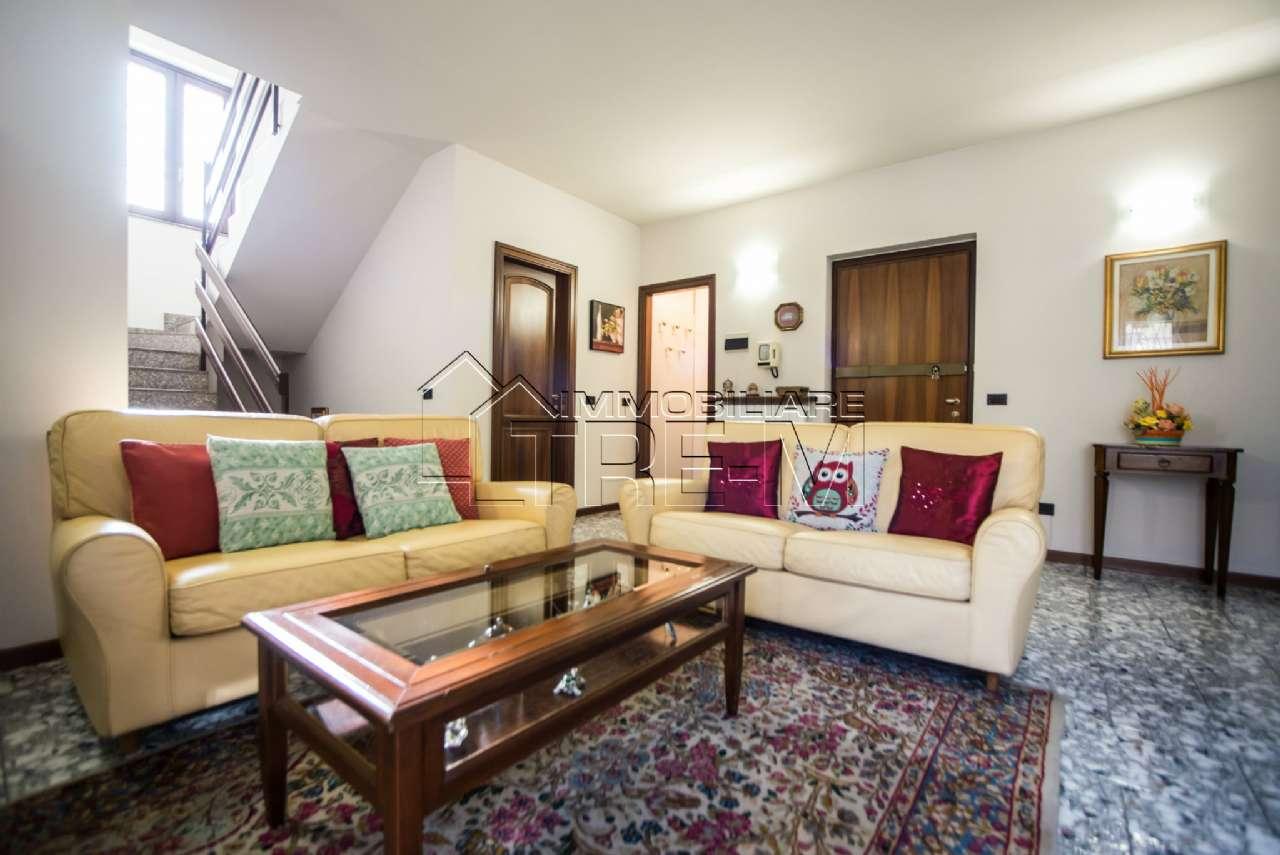 Villa in vendita a Rho, 6 locali, prezzo € 360.000 | CambioCasa.it