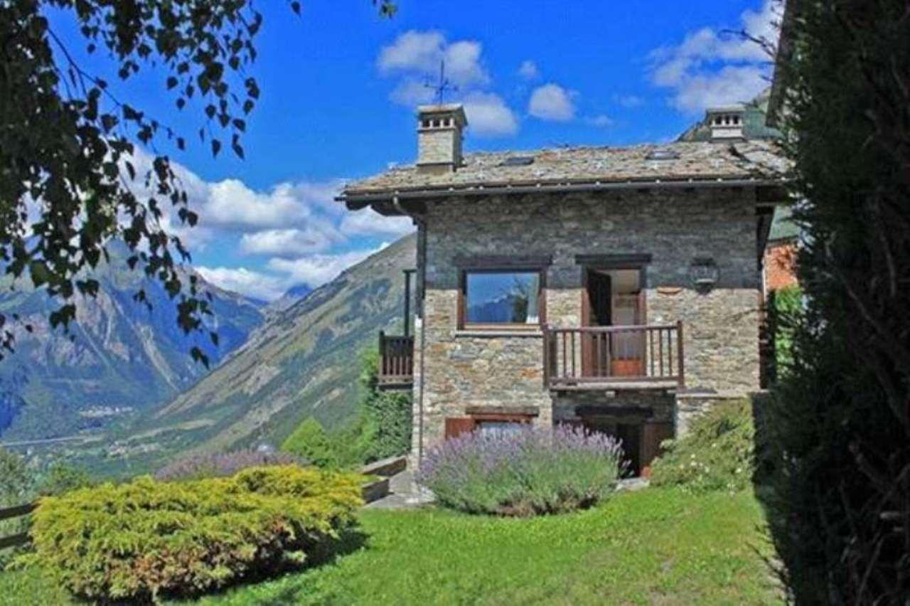 Villa in vendita a La Salle, 8 locali, prezzo € 450.000 | Cambio Casa.it