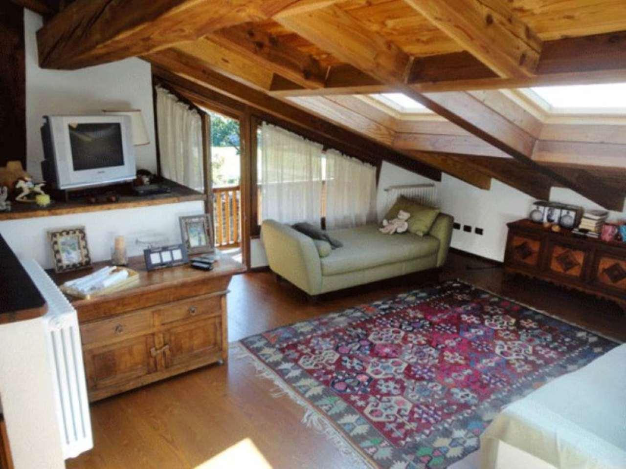 Soluzione Indipendente in affitto a La Salle, 5 locali, prezzo € 1.000 | Cambio Casa.it