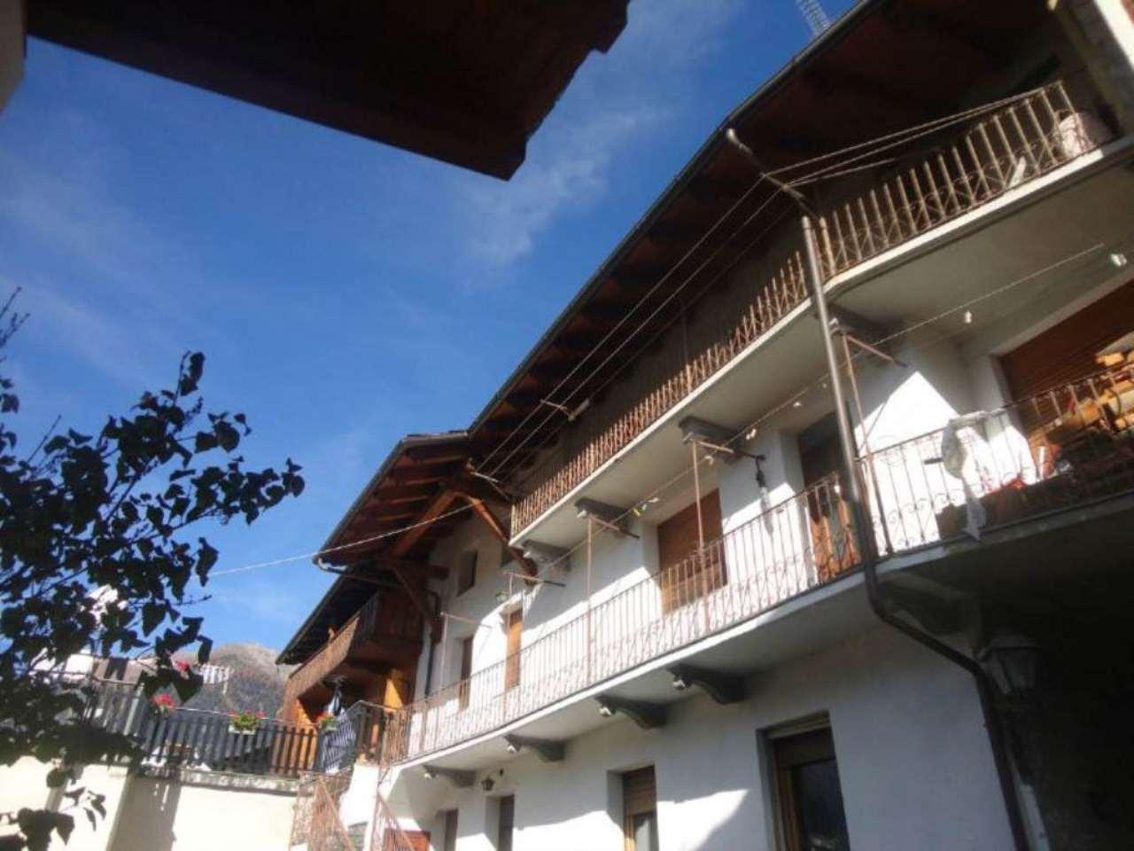Palazzo / Stabile in vendita a La Salle, 9 locali, Trattative riservate | Cambio Casa.it