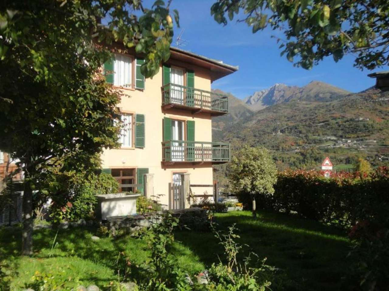 Soluzione Indipendente in vendita a La Salle, 12 locali, prezzo € 370.000 | Cambio Casa.it