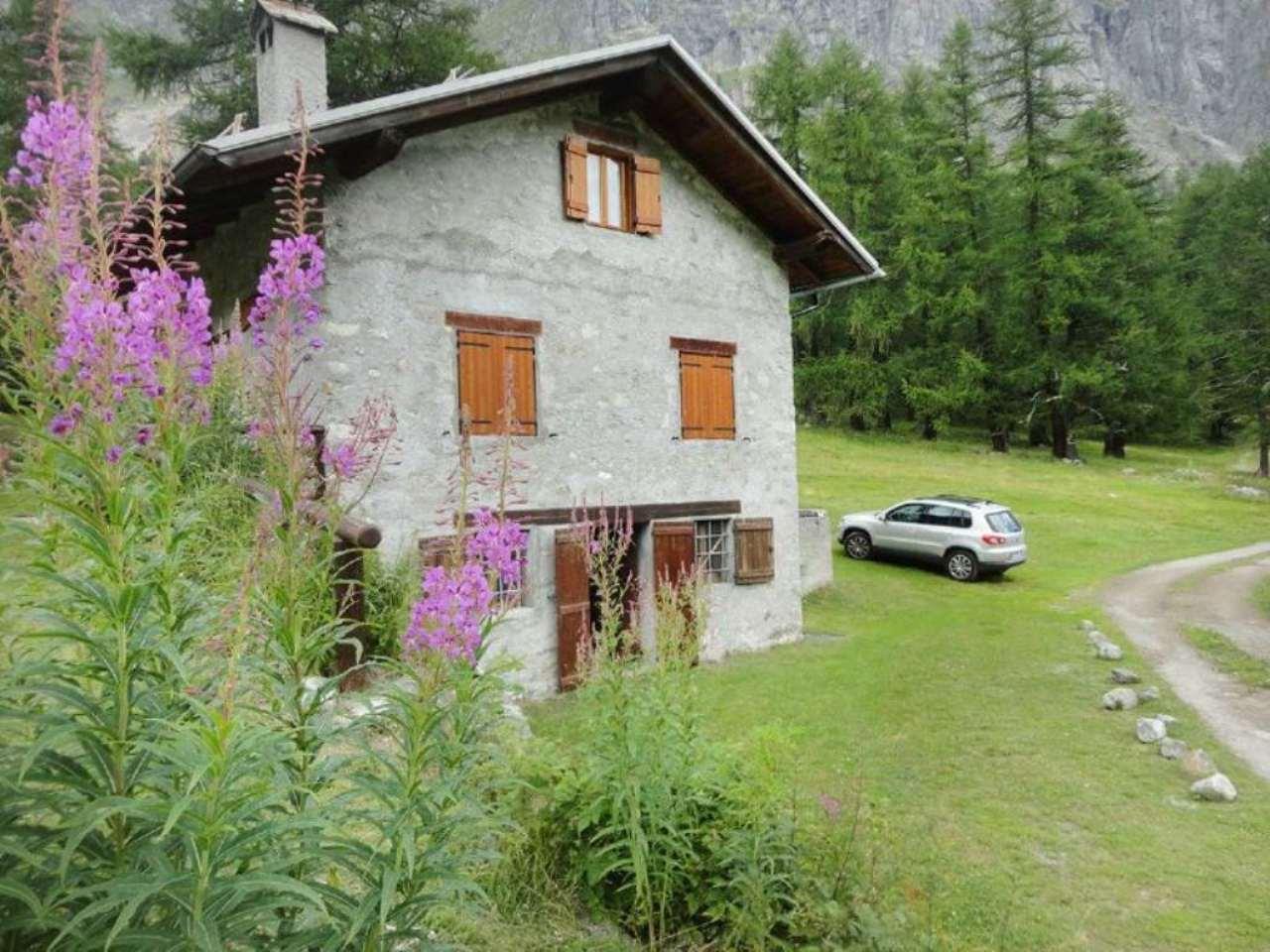 Rustico / Casale in vendita a Courmayeur, 3 locali, prezzo € 350.000 | CambioCasa.it