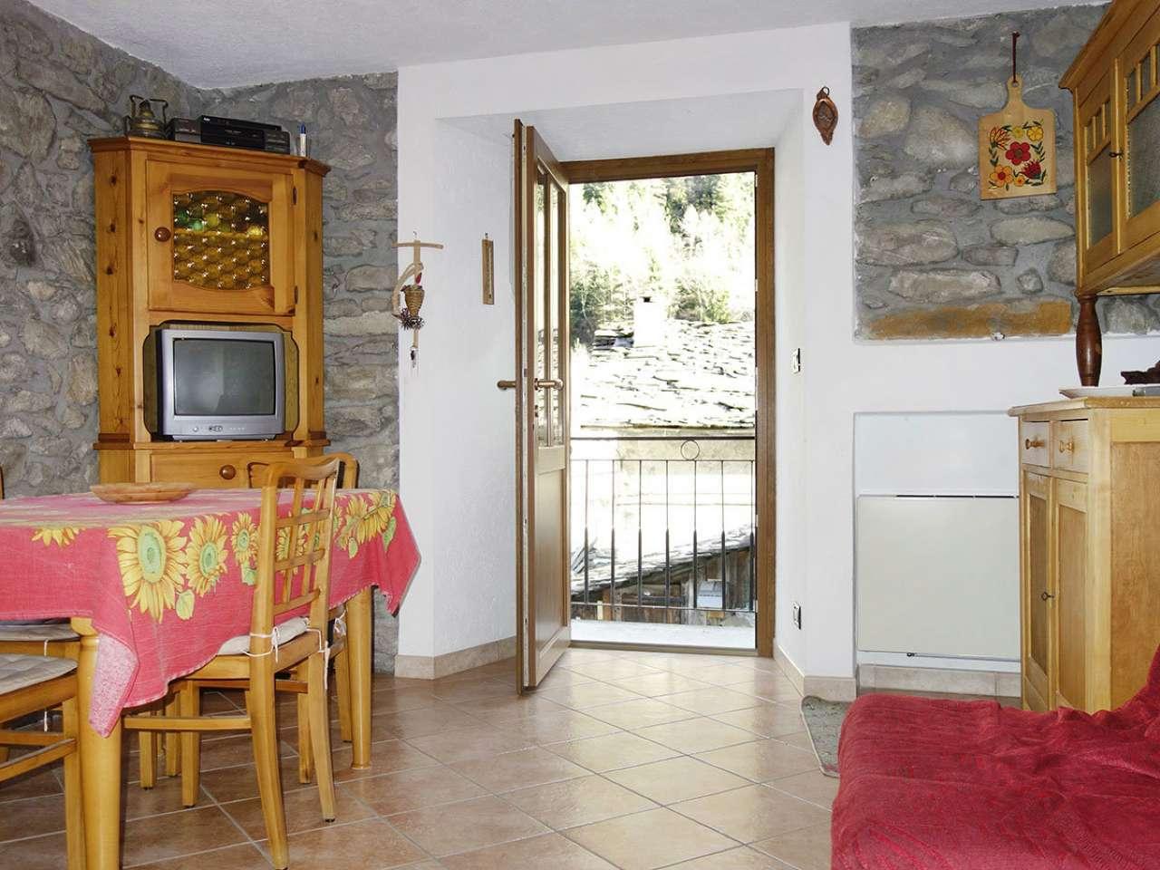 Appartamento in vendita a Prè-Saint-Didier, 3 locali, prezzo € 90.000 | Cambio Casa.it