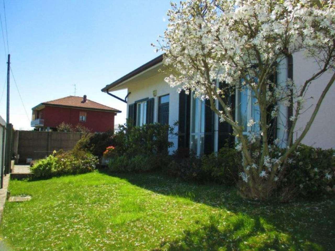 Villa Bifamiliare in vendita a Nerviano, 9 locali, prezzo € 480.000 | Cambio Casa.it