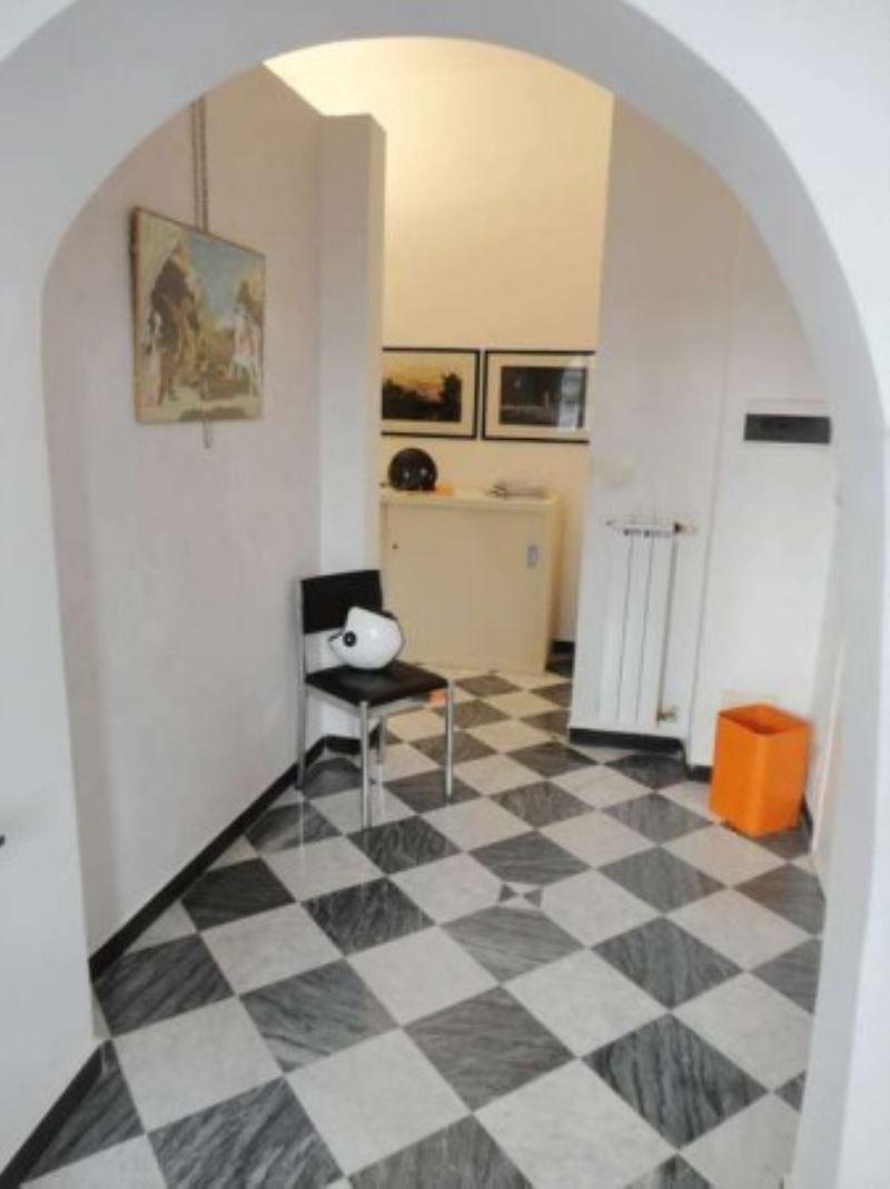 Bilocale Genova Via Di Porta Soprana 3