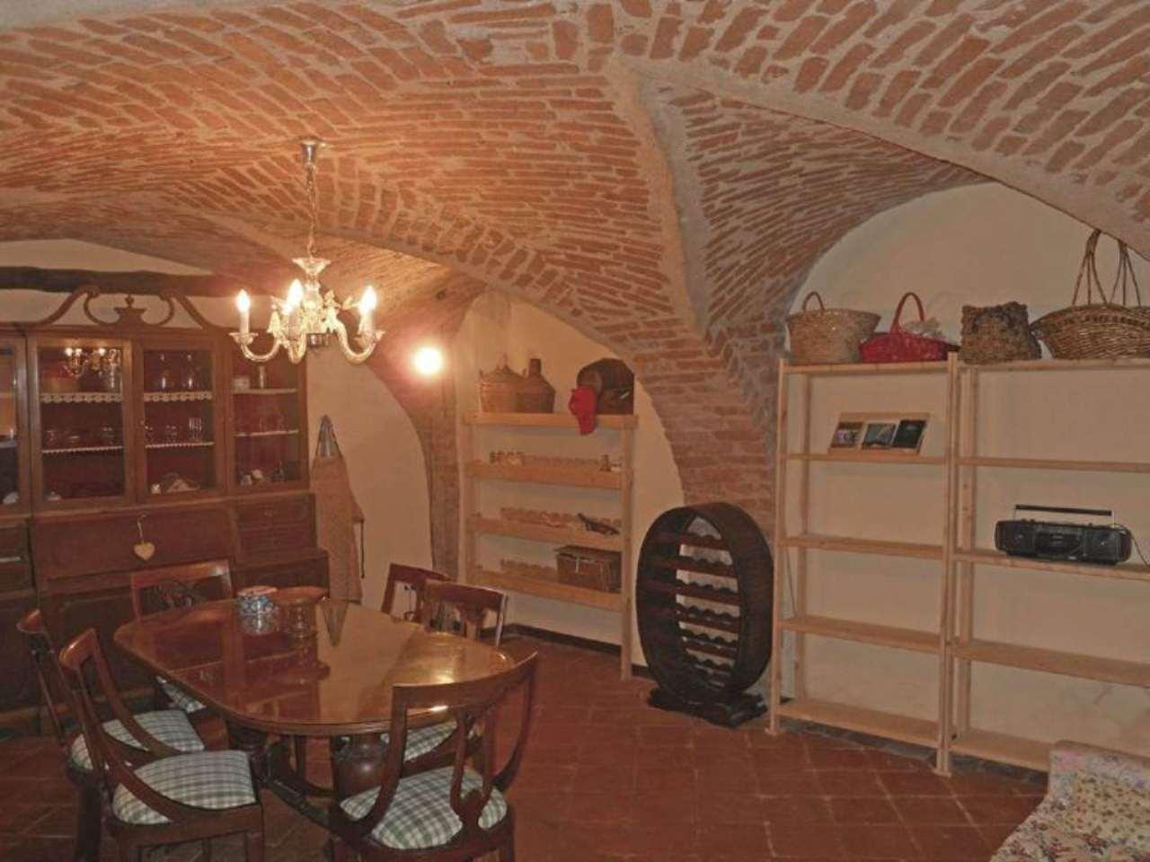 Palazzo / Stabile in vendita a Clavesana, 5 locali, prezzo € 100.000 | Cambio Casa.it