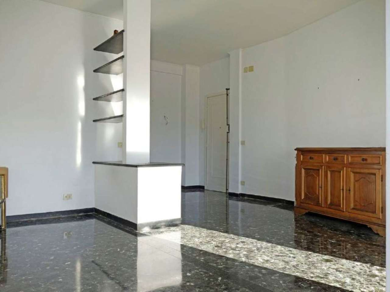 Bilocale Genova Via Oberdan 12