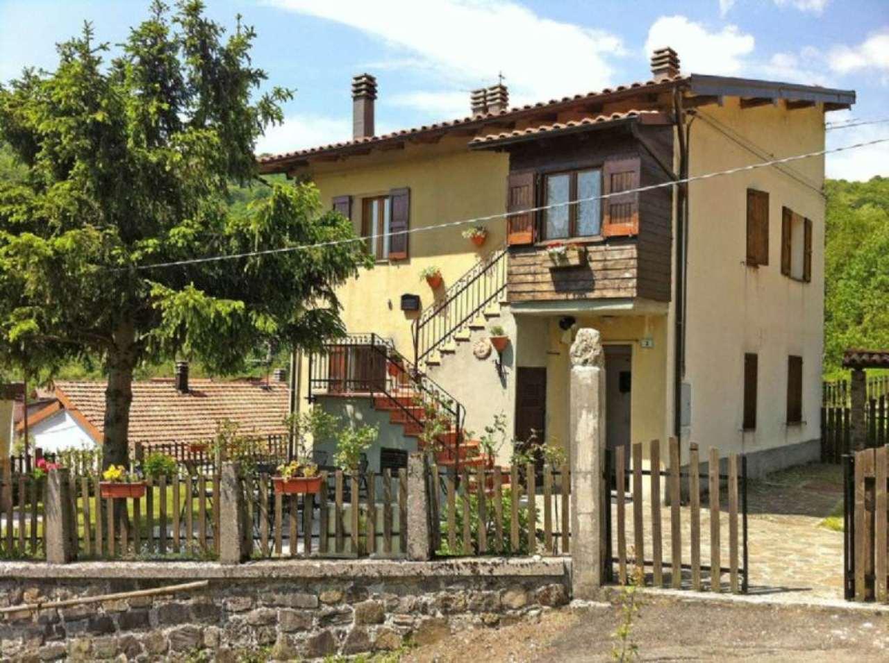 Appartamento in vendita a Collagna, 3 locali, prezzo € 70.000 | Cambio Casa.it