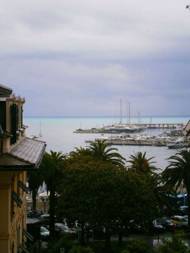 Appartamento in affitto a Rapallo, 4 locali, prezzo € 800 | Cambio Casa.it