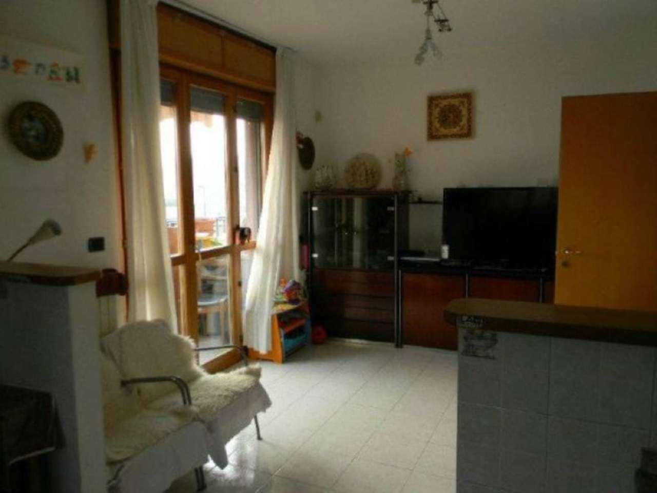 Bilocale Torino Via Michele Schina 4