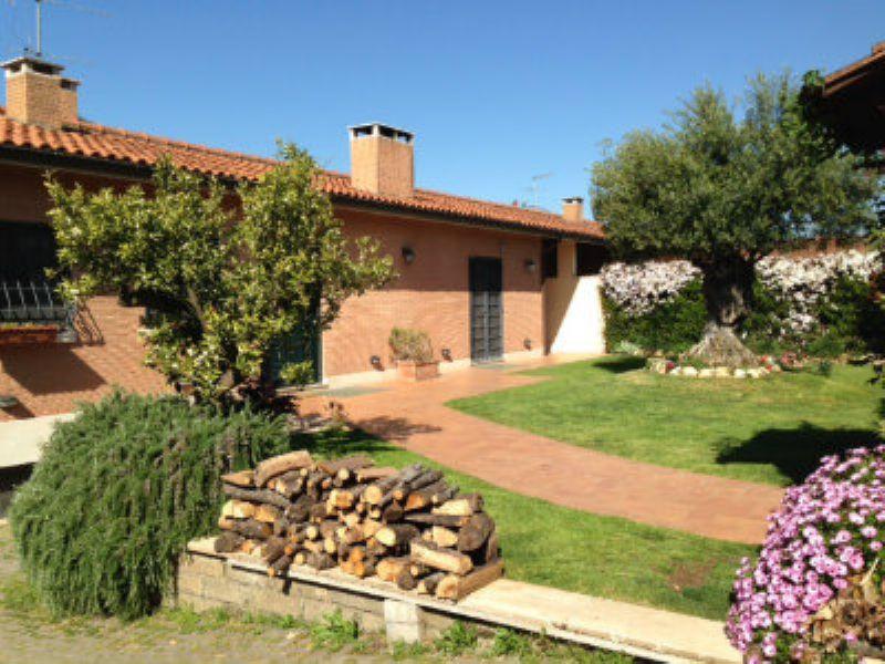 Villa in Affitto a Roma 23 Eur / Torrino: 5 locali, 300 mq