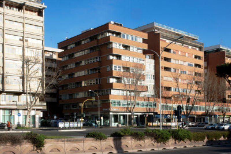 Ufficio studio in affitto a roma via flavio domiziano for Locali uso ufficio in affitto a roma