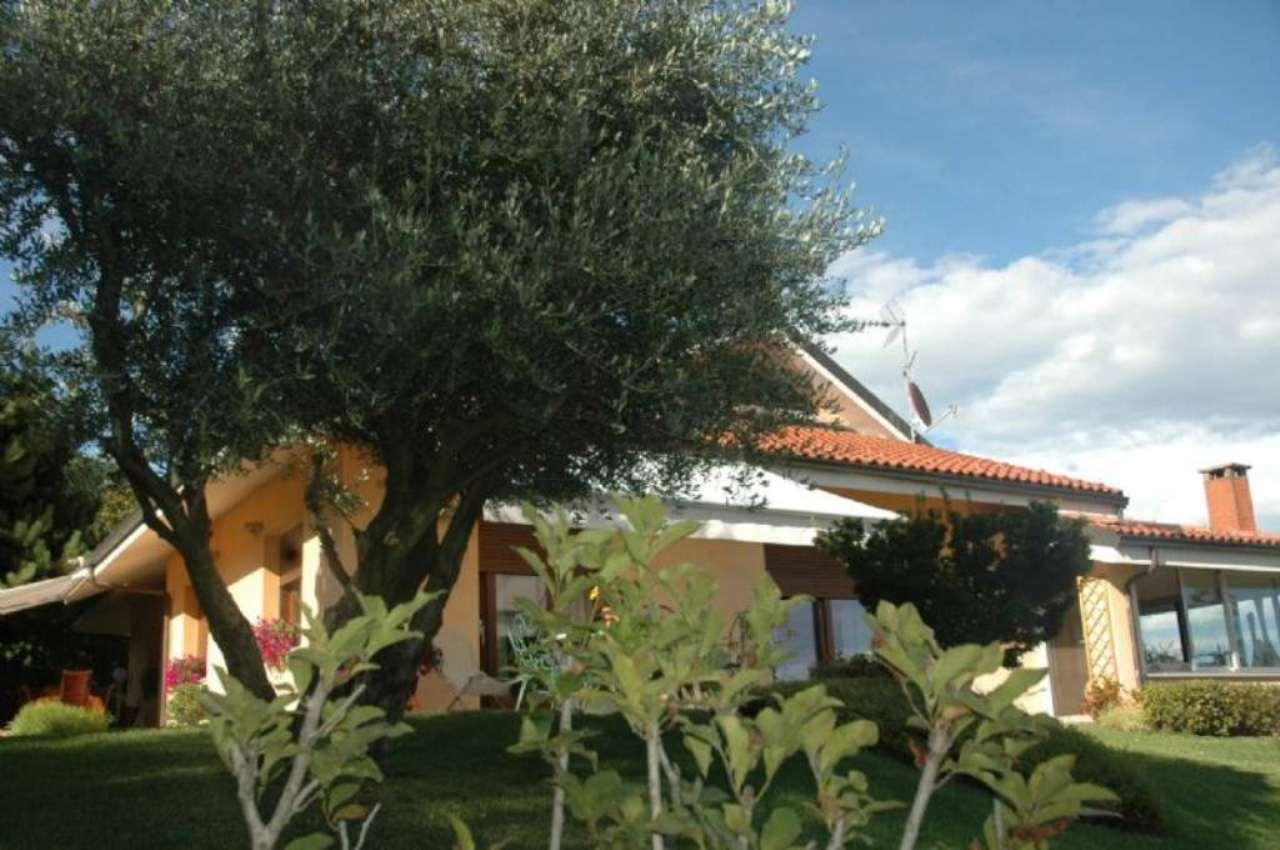 Villa in vendita a Moncalieri, 9999 locali, Trattative riservate | Cambio Casa.it